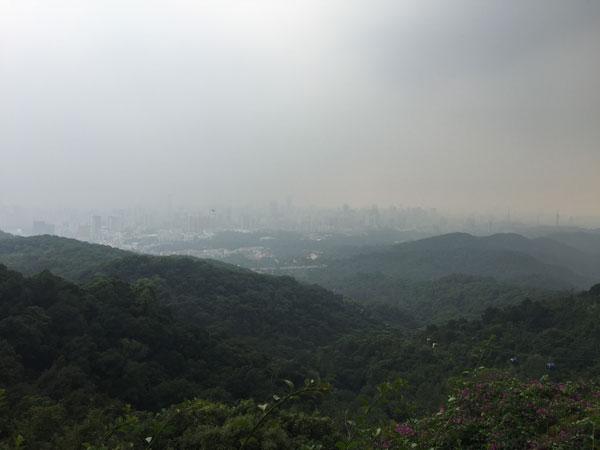 广州白云山风景区山顶广场风景